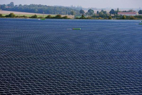 La centrale solaire de Crucey-Villages, près de Dreux, en Eure-et-Loir, inaugurée en 2012.
