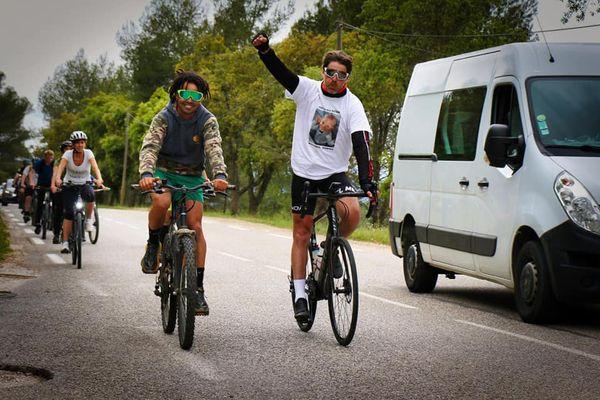 Parfois des cyclistes amateurs ont accompagnés Emmanuel sur un bout de chemin.