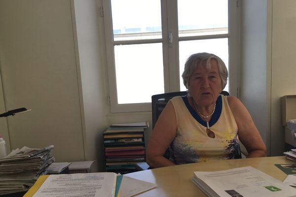 Sur le bureau en fouillis d'Annick Gombert, de nombreux dossiers : la maternité bien sûr, mais aussi du tennis.