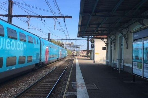 Un train Ouigo en gare de Nîmes - 13 octobre 2018