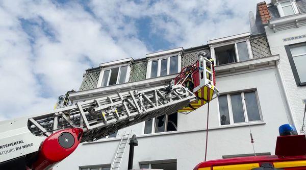 Une cinquantaine de pompiers, venant de différentes casernes de Lille, est mobilisée.