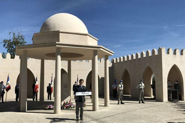 Le ministre de l'intérieur, Gérald Darmanin, prononce son discours devant le monument à la mémoire des combattants musulmans de Douaumont le mercredi 29 juillet 2020