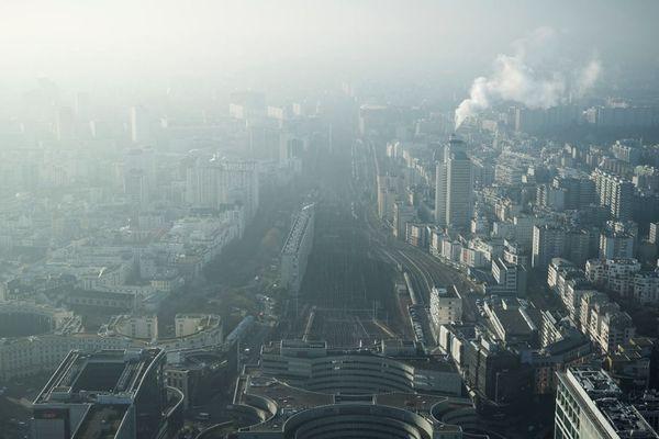 Le quartier de Montparnasse en décembre 2016, en plein pic de pollution aux particules fines à Paris.