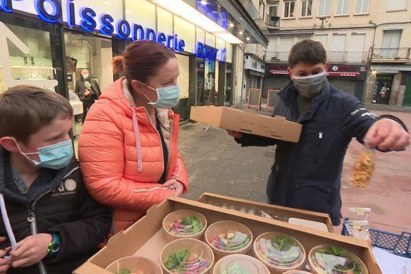 Tout a commencé l'an dernier, au moment du déconfinement, suite à l'invitation d'un poissonnier de Saint-Etienne, bien décidé à aider ses clients restaurateurs restés fermés.
