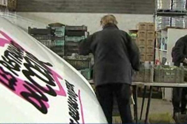 Les bénévoles gèrent les stocks des Restos du Coeur de Vandoeuvre.