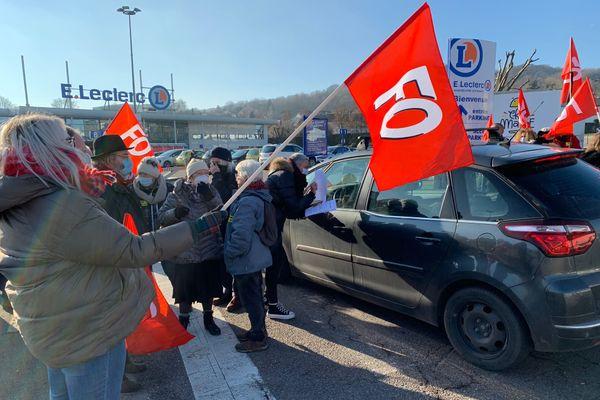 Une cinquantaine de personnes s'est réuni ce lundi 11 janvier 2021 en mémoire de Maxime Chéry devant le Leclerc de vandoeuvre-lès-Nancy