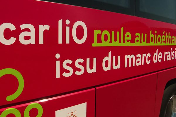 Vauvert (Gard) - un car LIO roulant à l'éthanol - juin 2020.
