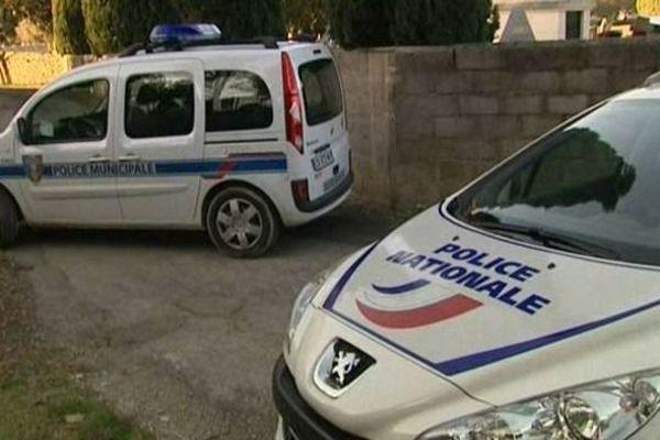 Nîmes-Courbessac - la police enquête sur les lieux du meurtre de la joggeuse - 27 janvier 2013.