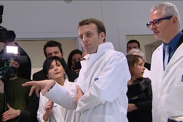 Emmanuel Macron lors d'une visite d'entreprise en 2015 à Beaune, alors qu'il était Ministre de l'Economie