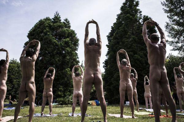 Des naturistes en pleine session de yoga, le 24 juin 2018 (illustration).