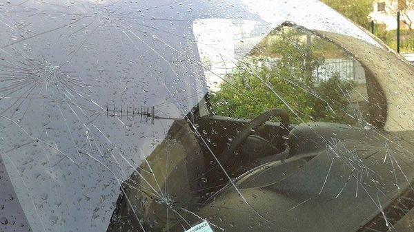 Massiac (15): des pare-brises de véhicules endommagés par la grêle