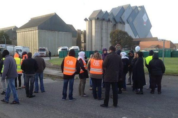 Barrages filtrants sur le site de la Cecab organisés par d'ex-salariés de Gad Josselin