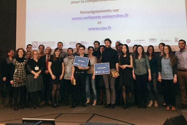 """@Marine_Lps - Mathieu Buonafine lauréat de """"Ma thèse en 180 secondes"""" entouré des finalistes du concours Sorbonne Université"""
