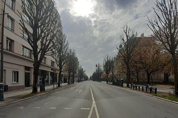 À Rennes, personne avenue Janvier, là où circulent d'habitude de nombreux piétons, cyclistes et automobilistes, entre la gare et les quais.