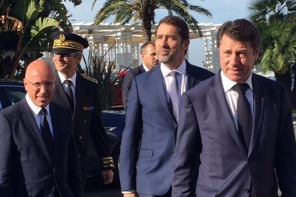 Le ministre de l'intérieur Christophe Castaner entouré par le député Éric Ciotti et le maire de Nice Christian Estrosi.