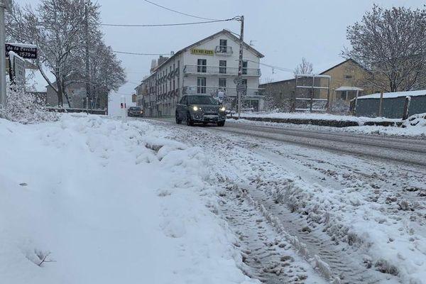 Près de 20 centimètres de neige sont tombés en Cerdagne dans les Pyrénées-Orientales - 14 novembre 2019