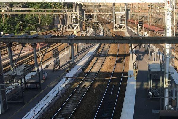 La circulation Chartres - Paris est interrompue en gare de Versailles - Chantiers.