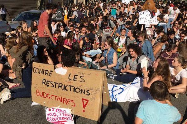 300 lycéens ont manifesté jusqu'à la Préfecture.