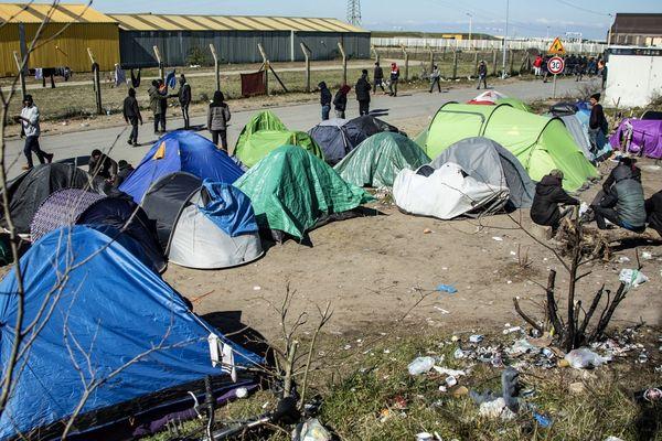 Un campement de migrants à Calais le 31 mars.
