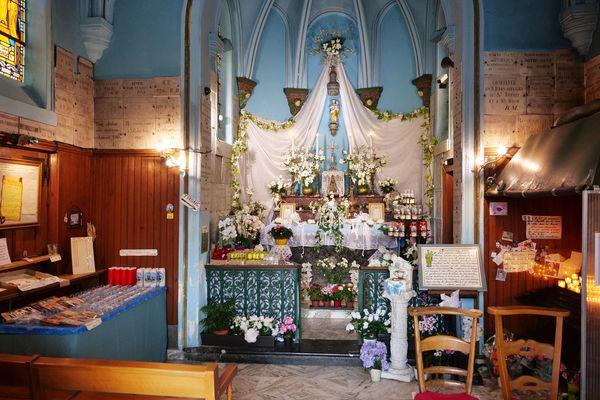 L'intérieur de la chapelle Notre Dame des Haies