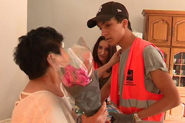 Durant tout l'été, des jeunes employés par la banque alimentaire du Gard distribuent de la nourriture aux personnes âgées en situation d'isolement