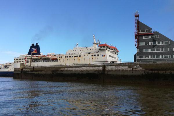 Le trafic annuel de passagers du port de Calais se monte 9 millions