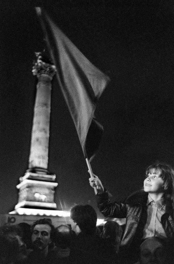 Place de la Bastille, le 10 mai 1981, après l'annonce de l'élection de François Mitterrand à la présidence de la République.
