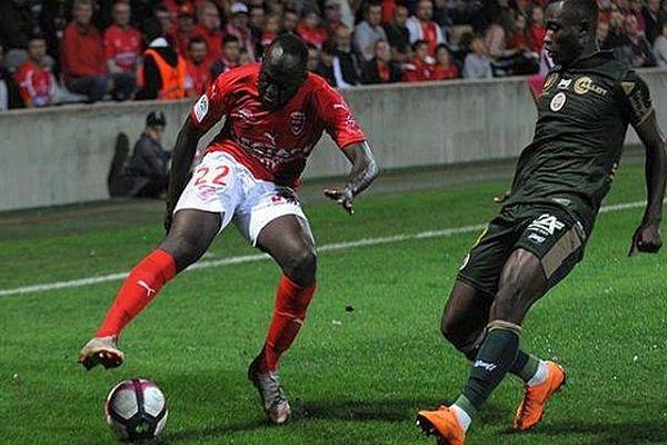 le Sénégalais Sada Thioub quitte Nîmes et signe à Angers - archives