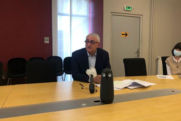 Maître Gérard Chemla, avocat de deux familles de victimes, lors de sa conférence de presse, mercredi 17 février