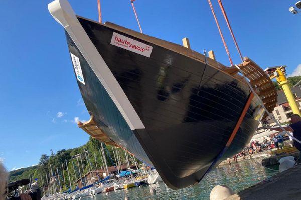 La mise à l'eau du bateau l'Espérance III à Annecy le 23 juin 2021.