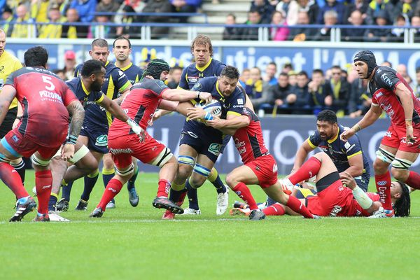 Quart de finale de la coupe d'Europe de rugby ASM-Toulon: un match très engagé au stade Marcel Michelin de Clermont-Ferrand. Victoire sans appel de l'ASM sur Toulon: 29 à 9.