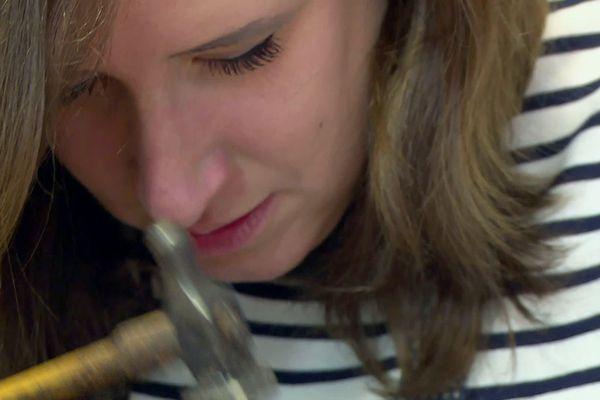 Ségolène Cavelot est diplômée de l'école d'art Boulle, une référence...