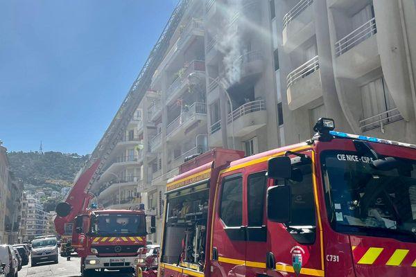 Le feu a pris dans un appartement situé au 2e étage.