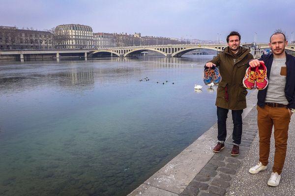 Antoine et Romain, les fondateurs bisontins de Runcollect sur les quais du Rhône à Lyon