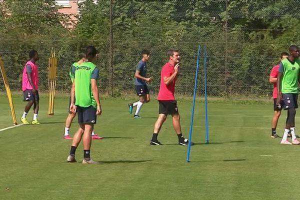 Stéphane Jobard, le nouvel entraîneur du DFCO, procède aux derniers ajustements à l'entraînement, jeudi 8 août 2019