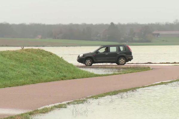 Le Doubs prend ses aises à Longepierre, en Saône-et-Loire