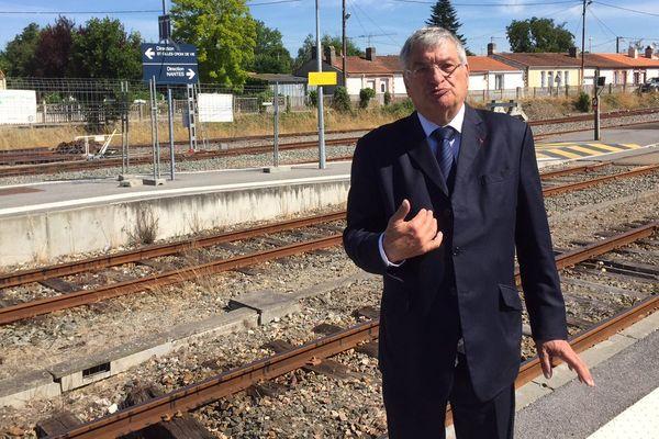 """Jacques Auxiette dénonce """"la désinvolture, le mépris et l'incompétence"""" de la SNCF"""