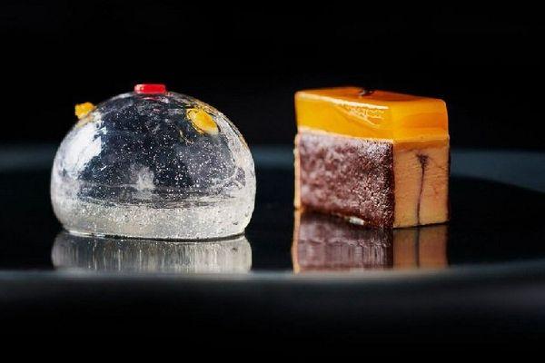 """""""Foie gras aux saveurs de passion, café, basilic accompagné d'une bulle-mystère!"""""""