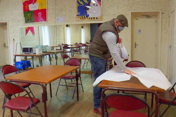 Les restaurants fermés, les ouvriers du BTP et assimilés peuvent trouver refuge dans la salle municipale le temps d'un repas