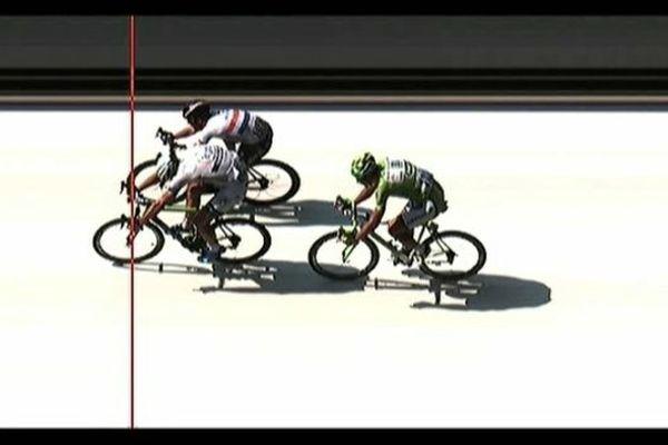 Marcel Kittel remporte la 12e étape du Tour de France en devançant de quelques centimètres le favori Mark Cavendish