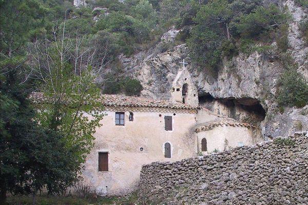 L'ermitage Notre-Dame-du-Lieu-Plaisant, au-dessus de Saint-Guilhem-le-Désert, est un lieu de randonnée privilégié des marcheurs.