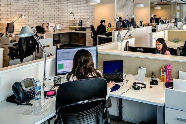 Open space dans les entreprises.