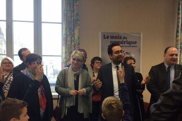 Le Secrétaire d'Etat Mounir Mahjoubi en visite à l' école primaire René Ferruga de Fleury-les-Aubrais dans le Loiret ce vendredi