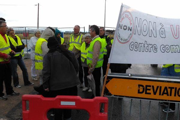 Jusqu'à une quarantaine d'opposants au projet Val Tolosa se sont réunis ce lundi pour bloquer les accès au chantier.