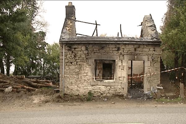 La maison où l'incendie a fait 3 victimes : deux jeunes enfants et leur grand-mère