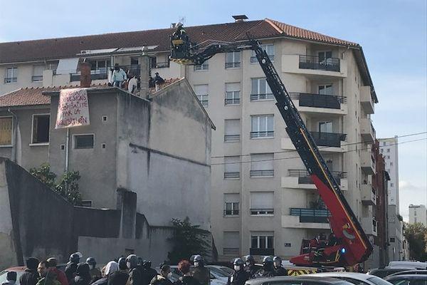 Les occupants d'un squat à Villeurbanne, déjà expulsés du squat de Feyzin le 16  septembre 2021, ont été évacués par les forces de l'ordre ce mercredi 13 octobre