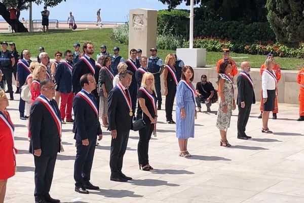 Le nouveau conseil municipal s'est rendu au monument aux morts de Nice.