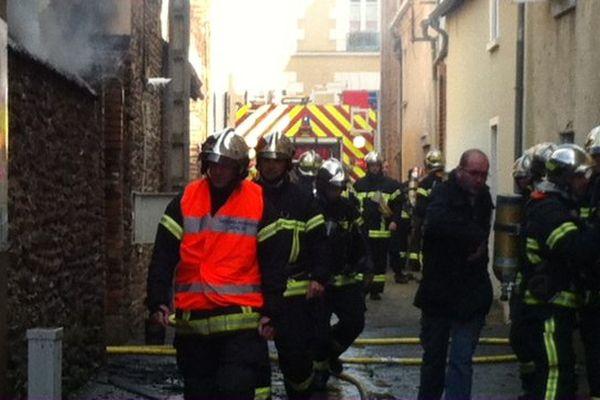 Une quarantaine de pompiers mobilisée sur l'incendie rue de la Tuilerie à Rennes