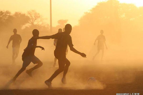 Les jeunes footballeurs du village de Goumal lors d'un tournoi.