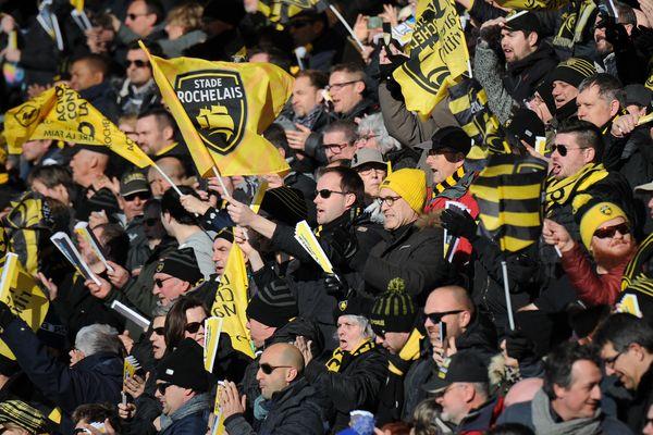 Les supporters rochelais dans les tribunes du stade Marcel Deflandre de La Rochelle le 25 février 2018